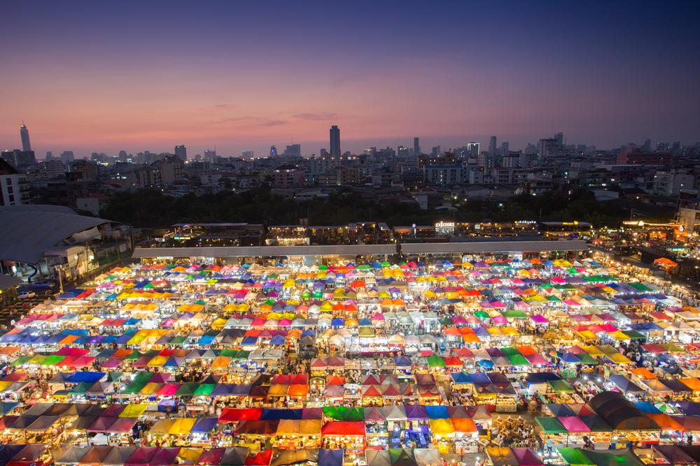 Rot Fai Market in Bangkok