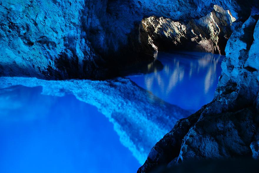 bisevo croatia cave