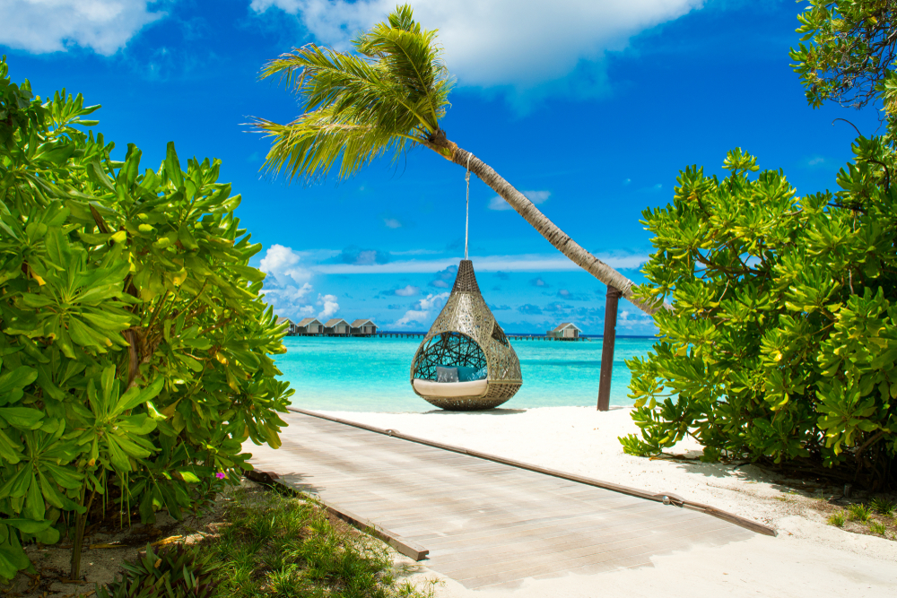 Maldives-beach-relaxing-pod