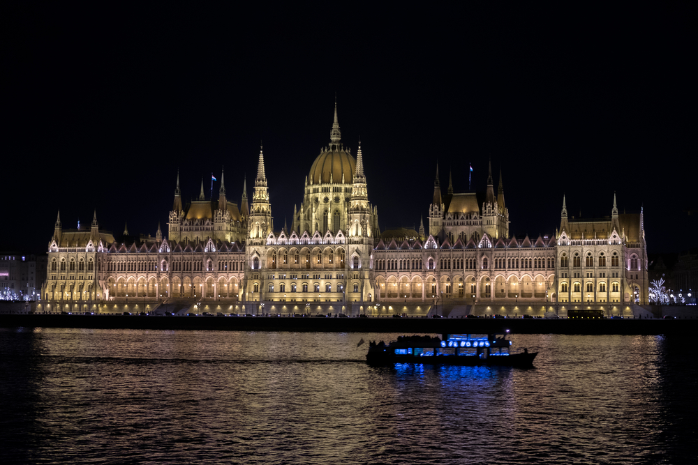 river cruise budapest parliament building